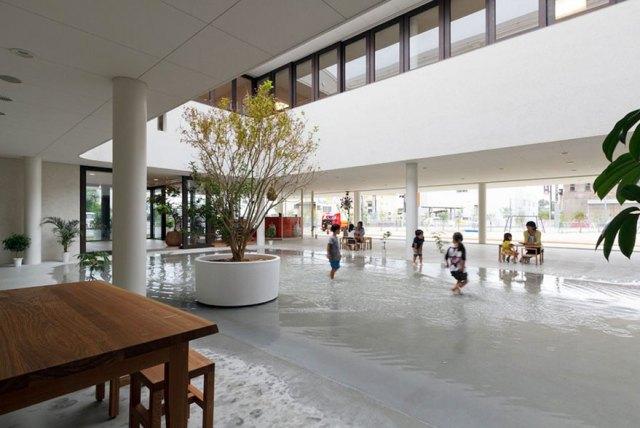 colegio-preescolar-japon-charco-lluvia-jugar-dai-ichi-yochien (6)