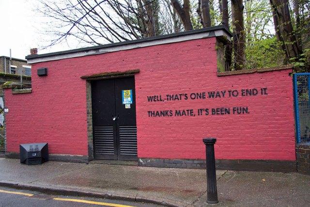 experimento-grafitti-pared-roja-limpieza-mobstr-londres (17)