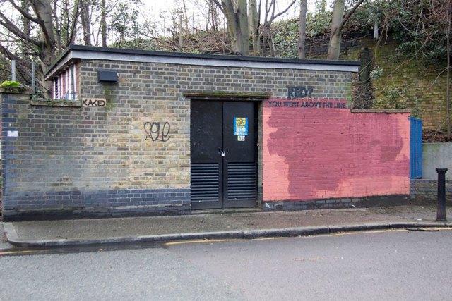 experimento-grafitti-pared-roja-limpieza-mobstr-londres (20)