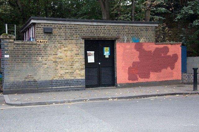experimento-grafitti-pared-roja-limpieza-mobstr-londres (30)