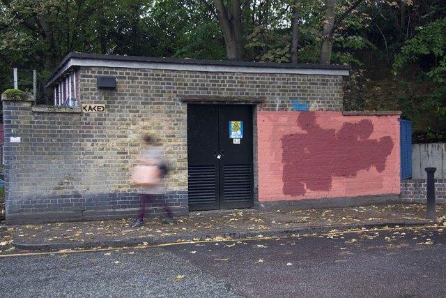 experimento-grafitti-pared-roja-limpieza-mobstr-londres (34)