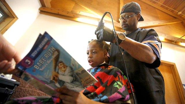 cortar-pelo-gratis-ninos-leer-cuento-courtney-holmes (3)
