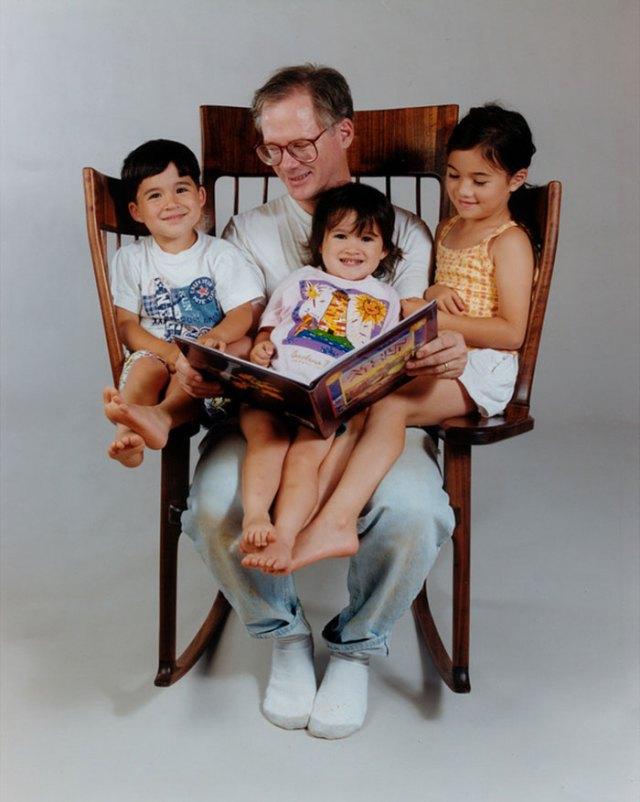 mecedora-artesana-leer-cuentos-hijos-hal-taylor (1)