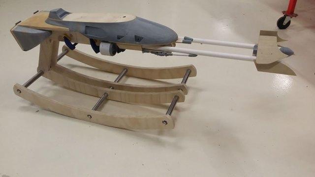 padre-construye-balancin-speeder-bike-guerra-galaxias-miniatura (7)