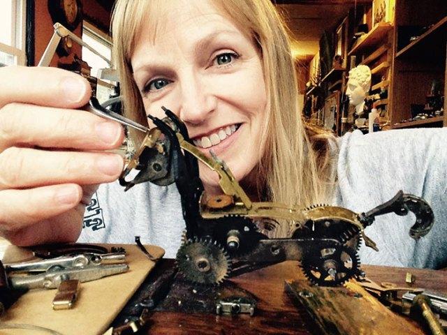 esculturas-steampunk-piezas-relojes-recicladas-susan-beatrice (8)