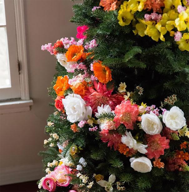 ideas-decoracion-arbol-navidad-flores (3)