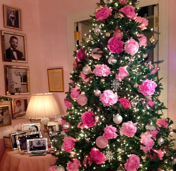 ideas-decoracion-arbol-navidad-flores (7)