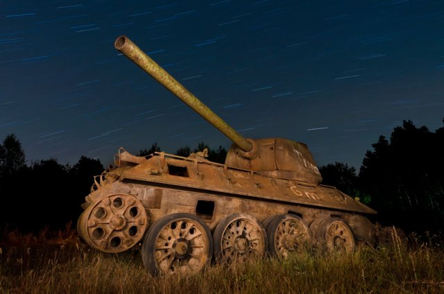 tanques-devorados-naturaleza (14)