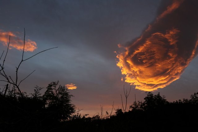 formacion-curiosa-nubes-mano-dios-portugal (1)