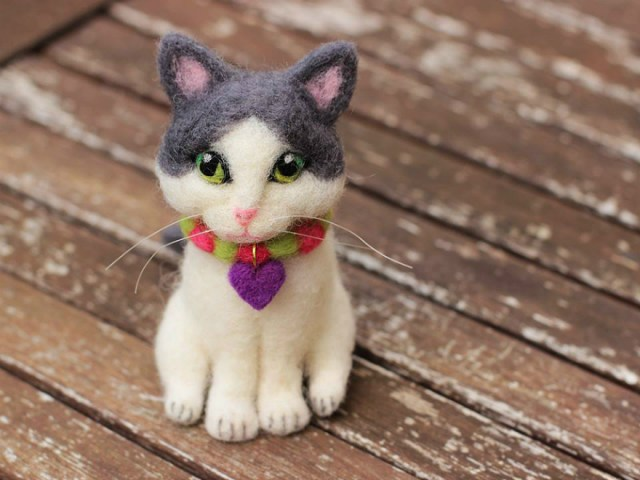 mascota-miniatura-fieltro-modelado-con-aguja4
