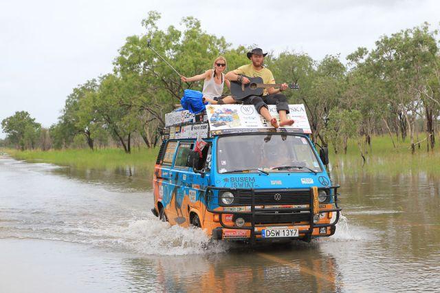 viajes-baratos-mundo-blogueros-polacos-furgoneta (16)