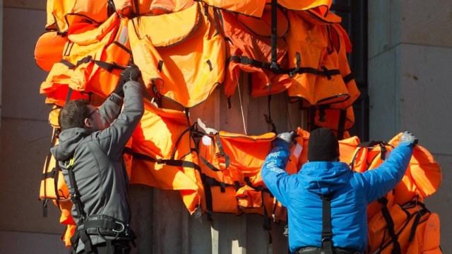 instalacion-chalecos-salvavidas-refugiados-weiwei (2)