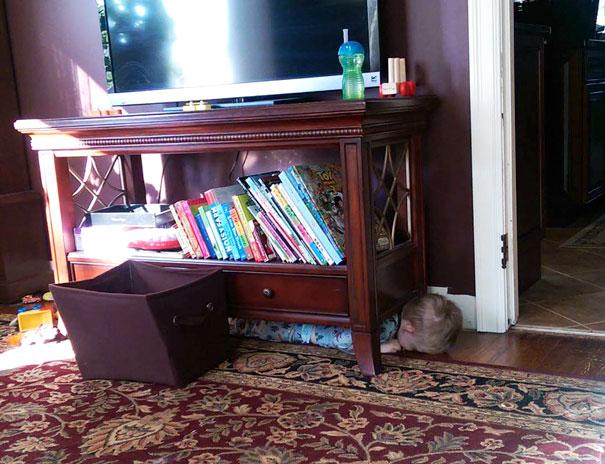 ninos-jugando-escondite (12)