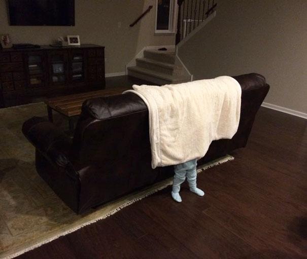 ninos-jugando-escondite (14)