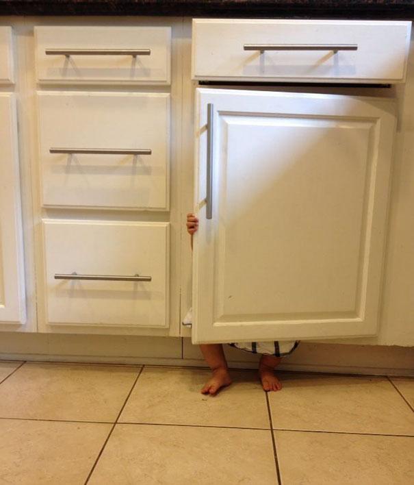 ninos-jugando-escondite (20)