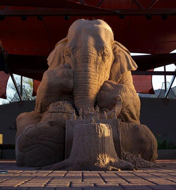 escultura-arena-elefante-raton-ajedrez-ray-villafane-sue-beatrice (1)