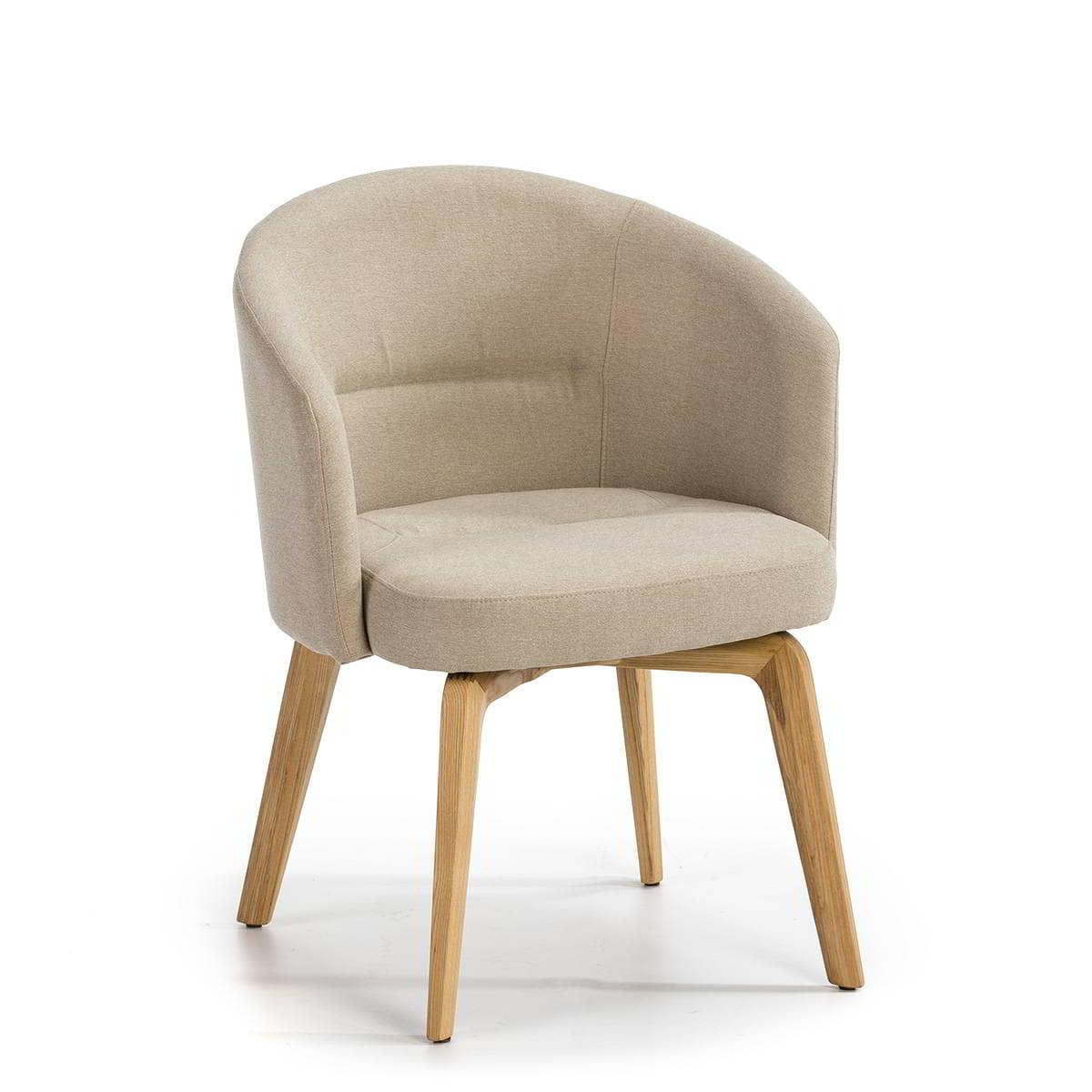 silla beige con patas en madera natural