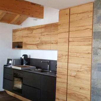 Cucina legno e nera