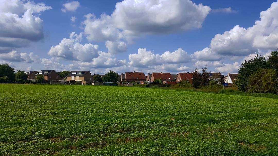 Prachtige wolken boven ons mooie #Born #Borninbeeld @limburginbeeld #liefdevoorlimburg #ditislimburg