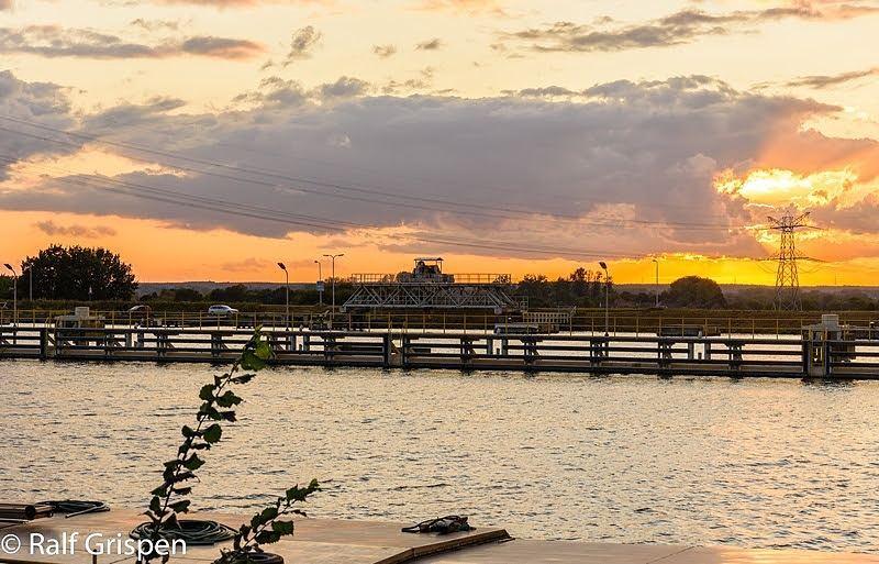 Prachtige afsluiting van een onstuimige dag.. #zonsondergang #born #sluisborn #ditislimburg #liefdevoorlimburg  #limburg #borninbeeld