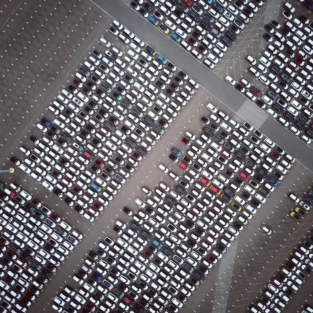 DRONE CHALLENGE DAY 4/100 | Check out all these Mini Coopers! These cars come fresh of the production line @VDL Nedcar waiting to be shipped worldwide. Makes for some powerful drone shots! . . . . . . 📸 @roaming_rob #100daydronechallenge #1_shot_every_day #fromwhereidrone #dronestagram #aerialphotography #drone_countries #dronepointofview #twenty4sevendrones #dronepals #dji #djimavicpro #inspire2 #drone #aerial #dronelife #dronegear #topdown #cars #abstractaerialart #minicooper #netherlands #challenge #aironotics
