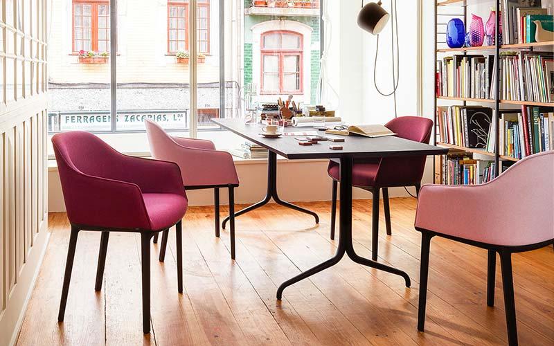 L'azienda italiana che plasma i metalli per creare mobili e arredi di design. La Donna E Mobile Soprattutto In Ufficio