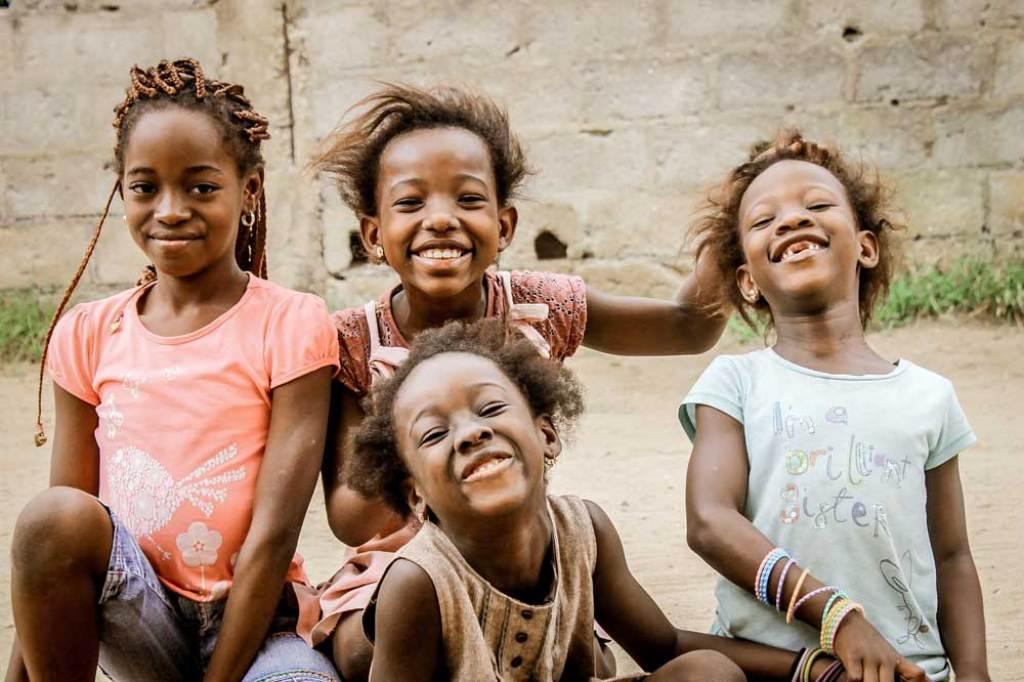 4 smiling girls