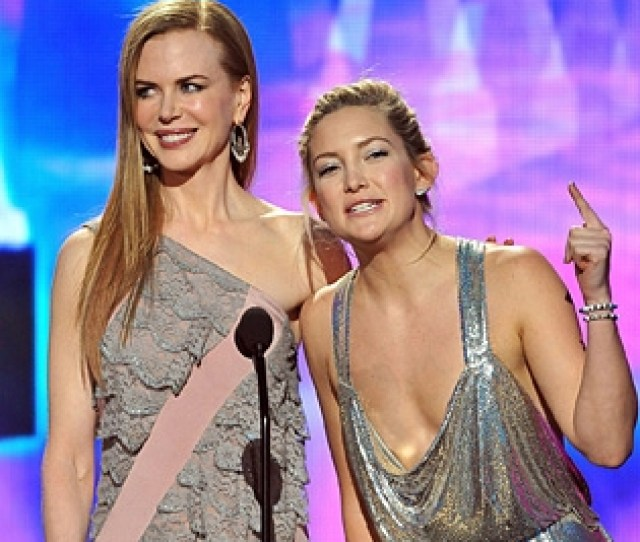 Nicole Kidman And Kate Hudson In Near Wardrobe Malfunction Mode Onstage At The 2009 American Music Awards At The Nokia Theatre In L A