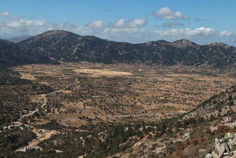 Journey in Chania-Omalos Road Trip- Botanical Park- Gardens of Crete Emmanuel Eragne from Tokyo, Japan, Omalos Plateau, CC BY 2.0- Εκδρομή στα χανιά αυτοκίνητο