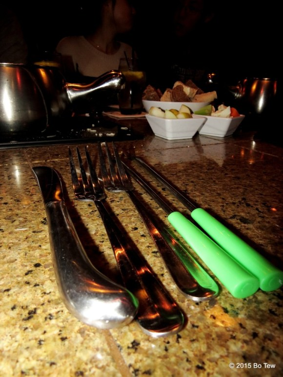 Also not in picture: 7 spoons, 4 napkins and 3 scissors.