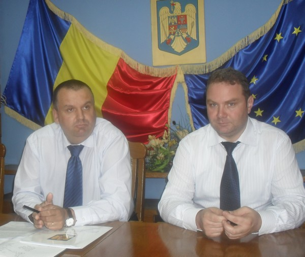 prefectul Adrian Constantinescu si subprefectul Sebastian Tocariu