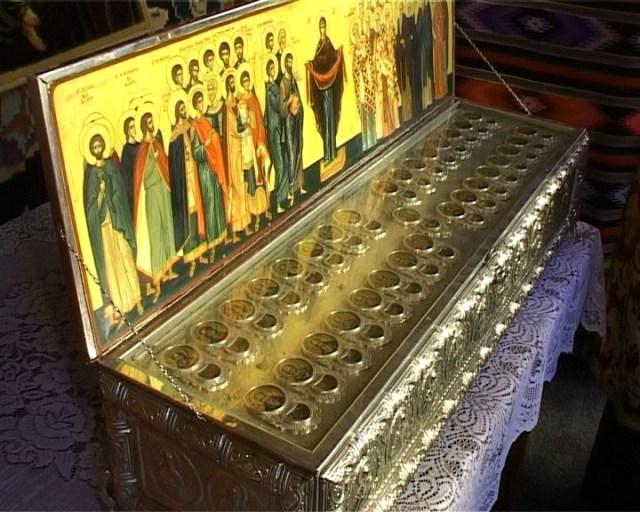 moastele a 33 de sfinti aduse la Botosani