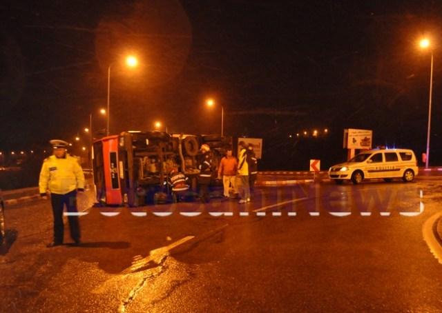 camion rasturnat pe strada Sucevei- Botosani