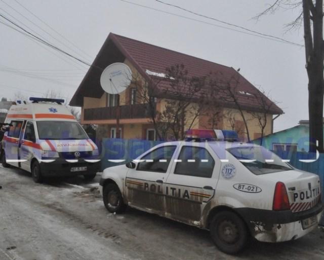 politie si ambulanta in fata unei vile din Botosani iarna