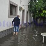 Inundatii- apa intrat intr-o gospodarie de pe Octav Onicescu- Botosani