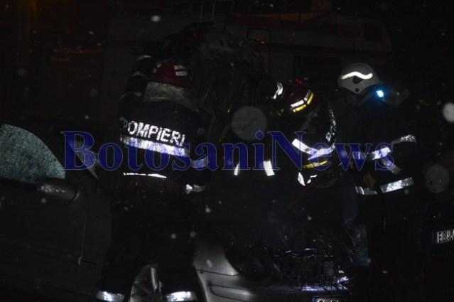 incendiu masina noaptea mercedes pompieri botosani2