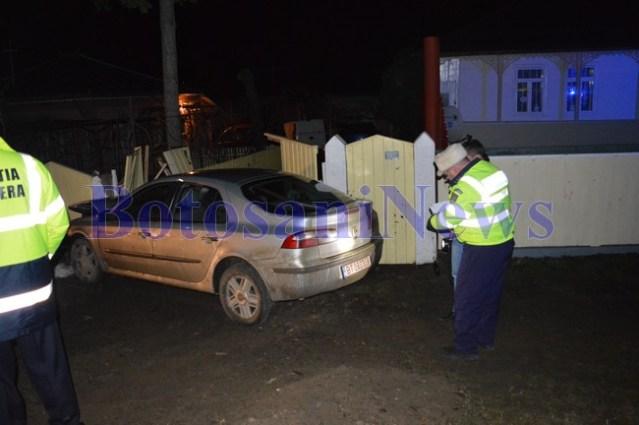 accident cu renault laguna ajuns intr-un gard la Brehuiesti- Botosani