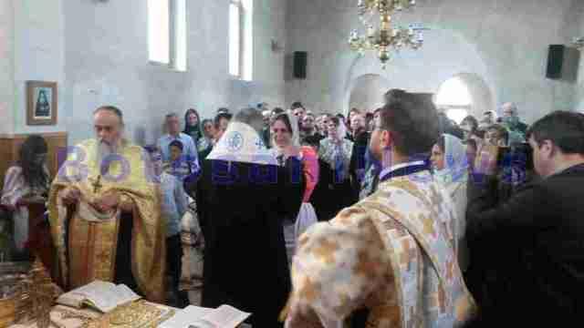 IPS Teofan la botezul fiului preotului din Agaton- Botosani
