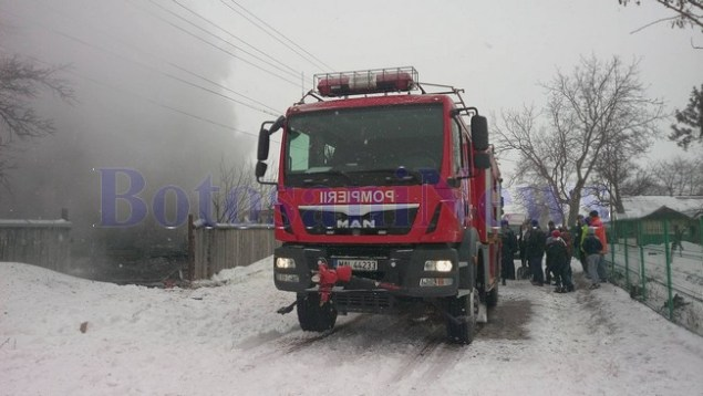 pompieri-incendiu-casa-iarna-zapada1