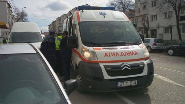 barbat cazut in strada la Botosani- ambulanta