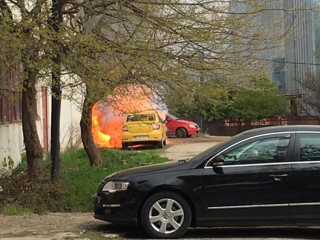 taxi in flacari in curte a politia rutiera botosani