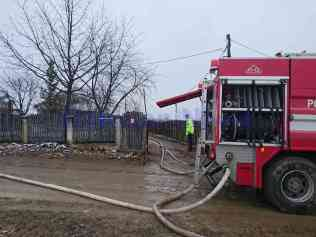 stiri, botosani, stiri din botosani, incendiu, locuinta distrusa de incendiu, le-a ars casa in prag de sarbatori, incendiu botosani (4)