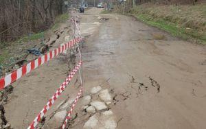 drum afectat de alunecarile de teren la Botosani