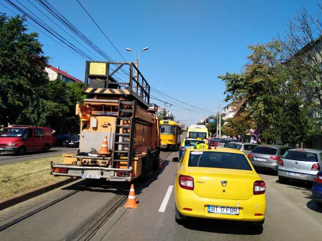 circulatia tramvaielor blocata pe Calea Nationala Botosani (5)