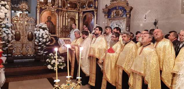 Slujba cu sobor de preoti la Biserica Vovidenia din Botosani (3)