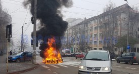 masina arsa pe strada Ion Pillat din Botosani (1)