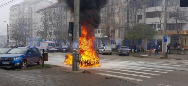 masina arsa pe strada Ion Pillat din Botosani (3)