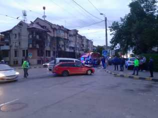 accident in intersectia dintre Ion Pillat si Victoriei- Botosani (3)