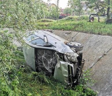 stiri, masina in sant, accident (1)