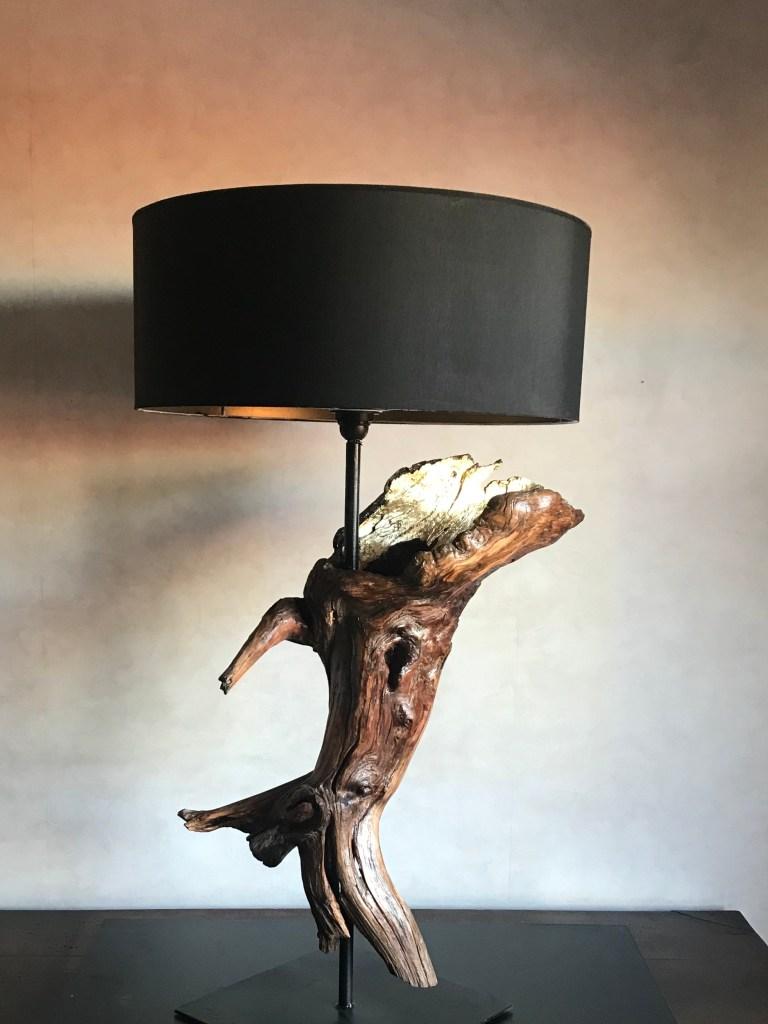 lampada artigianale di legno grezzo